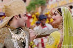 Salman Khan and Sonam Kapoor in a still from 'Prem Ratan Dhan Payo'
