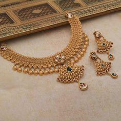 Ideas For Baby Accessories List Indian Bridal Jewelry Sets, Bridal Jewelry Vintage, Gold Wedding Jewelry, Indian Jewelry, Antique Jewellery Designs, Gold Jewellery Design, Gold Mangalsutra Designs, Gold Jewelry Simple, Schmuck Design