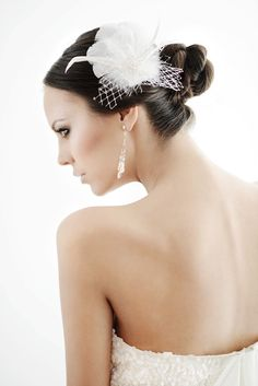 Bloomy Neighborhood - A delicate headpiece with swarovski crystals earrings.
