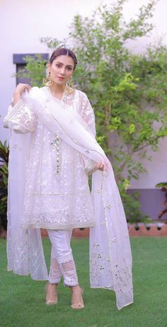 Pakistani Party Wear Dresses, Pakistani Wedding Outfits, Pakistani Dress Design, Stylish Dresses For Girls, Stylish Dress Designs, Girls Dresses, Dresses For Eid, Long Dresses, Dresses Online