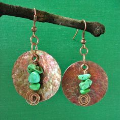 Metal Jewelry Hand Hammered Copper Earrings - There are plenty of techniques you can play with when adding texture, from hammering to etching. Find inspiration in these textured metal projects. Wire Wrapped Earrings, Copper Earrings, Diy Earrings, Copper Jewelry, Wire Jewelry, Jewelry Crafts, Earrings Handmade, Pandora Earrings, Jewelry Ideas
