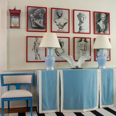 Love the the red frames! Bright, cherry red frames and a bold, black and white striped rug make this art deco foyer pop. Tables Tableaux, All White Room, White Walls, Eclectic Living Room, Living Rooms, Chinoiserie Chic, Striped Rug, Eclectic Style, Eclectic Decor