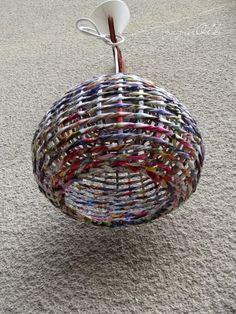 Paper wicker, lampshade from newspapers, abażur wypleciony z kolorowych gazet.