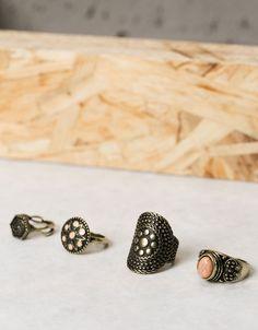 Set 4 anillos. Descubre ésta y muchas otras prendas en Bershka con nuevos productos cada semana