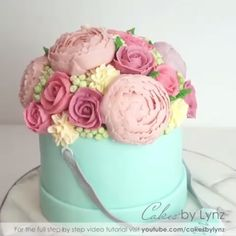 Credit: Cakes By Lynz Flower Bouquet. Credit: Cakes By Lynz Flower Bouquet. Pretty Cakes, Beautiful Cakes, Amazing Cakes, Cake Decorating Videos, Cake Decorating Techniques, Buttercream Flowers, Buttercream Cake, Frosting, Cupcakes Decorados