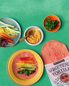 De Bieten Tortilla Regenboogrol - No Fairytales De Groente Tortilla Tortillas, Cantaloupe, Healthy Recipes, Fruit, Breakfast, Om, Wraps, Foods, Cooking