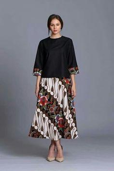 a line casual batik dress Dress Brokat, Kebaya Dress, Batik Kebaya, Batik Dress, Kimono, Dress Batik Kombinasi, Batik Muslim, Pretty Dresses, Simple Dresses