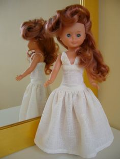 La biblioteca silvestre: Princesa por un día Nancy Doll, Spanish Girls, To My Daughter, Flower Girl Dresses, Dolls, Disney Princess, Wedding Dresses, Pattern, Fashion