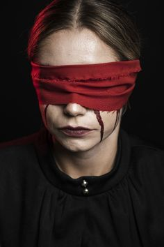 Front view of woman with red blindfold Premium Photo Emotional Photography, Creative Portrait Photography, Conceptual Photography, Dark Photography, Photography Women, Kreative Portraits, Photographie Portrait Inspiration, Foto Art, Creative Photos
