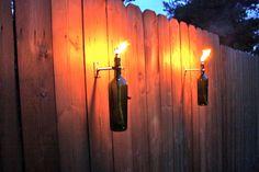 6 Green Wine Bottle Tiki Torches Modern por GreatBottlesofFire