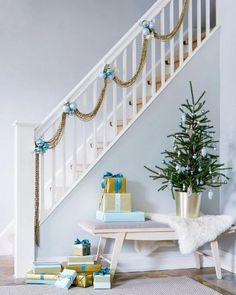 House tour: Timeless and modern Christmas - Style At Home--pretty holiday staircase decoration Christmas Fashion, Modern Christmas, Blue Christmas, Beautiful Christmas, Simple Christmas, Christmas Home, Christmas Tables, Coastal Christmas, Christmas Morning
