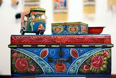 IT'S FRIDAY: From dusty trucks to quirky living room ornaments, the kitsch art of Pakistan has come a long way - Cars World Truck Art Pakistan, Pakistan Art, Living Room Ornaments, Kitsch Art, Painted Trunk, Pakistani Culture, Indian Textiles, Art Themes, Bottle Art