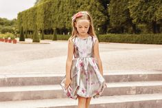 Enter the world of Baby Dior, browse the girls' ready-to-wear collection and watch the film. Discover chic garments for elegant little girls and buy online. Baby Dior, Crepe Dress, Silk Crepe, Dior Kids, Ruffles, Girl Outfits, Cute Outfits, Little Girl Fashion, Kind Mode
