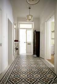 hydraulic tiles - http://decoracionconreformas.es/vuelven-los-baldosas-hidraulicas/