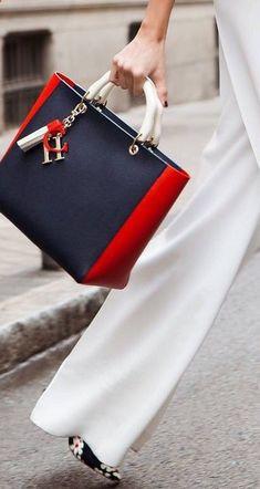 Luxury & Vintage Madrid, la meilleure sélection en ligne de vêtements de luxe, accessoires, pré-aimé avec jusqu'à 70% de réduction Popular Handbags, Cheap Handbags, Hobo Handbags, Trendy Handbags, Popular Purses, Fall Handbags, Guess Handbags, Wholesale Handbags, Mini Handbags