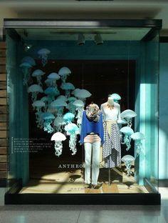 Jellyfish Window Display @ Anthropologie in Indianapolis Window Display Design, Store Window Displays, Window Display Summer, Display Windows, Retail Displays, Visual Merchandising Displays, Visual Display, Anthropologie Display, Vitrine Design
