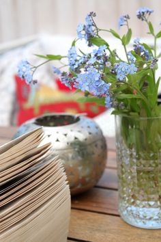 A few forget-me-not flowers in a jar creates the perfect setting for relaxing in the garden