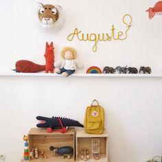 Morning ! Le joli prenom en tricotin de @tricotemoiunnom à rejoint la chambre d'Auguste. #tricotemoiunnom #kidsinterior #kidsbedroom