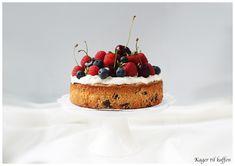 Mandelkage med mascarpone og søde sommer bær