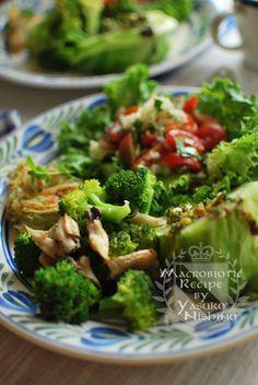 炒めものや蒸し物や焼きものやサラダなど。  どの素材も、食べたいように料理して楽しみます。  素材を見て、それをどのようにすれば最も美味しくいただけるかを考える時、体との対話をしているんですね。