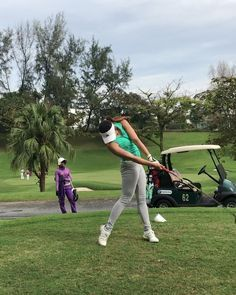 As you can imagine one of the most important parts of being a successful golf player is learning exactly how to swing and hit the ball correctly. If you have a poor golf swing, it can work against you dramatically and cause you numer Lpga Golf, Golf Basics, Golf Stance, Ladies Golf Bags, Golf Pictures, Sexy Golf, Golf Club Grips, Golf Practice, Golf Videos