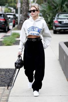 Hailey Baldwin Spotted Wearing Three Of Spring's Biggest Trends In One Look - Fashion Week Looks Street Style, Street Style Edgy, Looks Style, Street Style Fashion, Celebrity Street Fashion, Street Style Women, American Street Fashion, Sport Street Style, Street Style Shoes