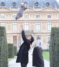 if that kid fall, the wife is gonna kill her husband lol ! just kidding : beautiful family Arab Girls Hijab, Girl Hijab, Muslim Girls, Muslim Women, Cute Muslim Couples, Couples In Love, Romantic Couples, Islam Marriage, Marriage Goals