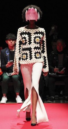 Crochet Granny Square Runway crochet - See all the Collection photos from Ryota Murakami Autumn/Winter 2018 Ready-To-Wear now on British Vogue Crochet Bolero, Beau Crochet, Mode Crochet, Knit Crochet, Crochet Sweaters, Crochet Bodycon Dresses, Black Crochet Dress, Granny Square Crochet Pattern, Crochet Squares