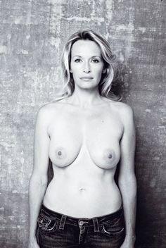 Julie montre ces seins en cam