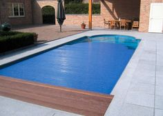 Prekrytie bazéna je dôležitou súčasťou bazéna, ktoré plní niekoľko funkcií. Šetrí miesto na vašom pozemku a zabraňuje vyparovaniu vody v bazéne.