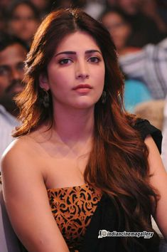 Shruti Haasan at 'Balupu' Movie Audio Release Function - Funrahi Photos South Indian Actress Photo, Indian Actress Photos, South Actress, Indian Film Actress, Indian Actresses, Tamil Actress, Beautiful Bollywood Actress, Most Beautiful Indian Actress, Beautiful Actresses