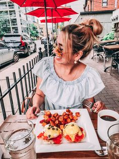 Read on to find out about my new discovery of a cool patio brunch in Toronto at Bar Wellington...