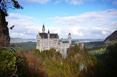Schloss Neuschwanstein mit herbstlicher Walddeko. War schön. Und es gab weniger Chinesen als erwartet! 📷👍 #schloßneuschwanstein #schloss #neuschwanstein #schwangau #Castle #neuschwansteincastle #Füssen #Allgäu #naturephotography #Nature #Natur #Herbst #autumn #worldtraveller #wanderlust #Fernweh #travelgoals #Traveller #travelgram #instatravel #Urlaub #vacation #potd #germanblogger #ReiseBlog #reiseblogger #Blogger #koffergepackt