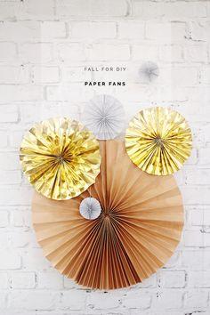 Paper Fans Tutorial by @FallForDIY | Wedding Photo Background