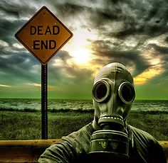 Image de gas mask, black and white, and dead Gas Mask Art, Masks Art, Gas Masks, Tattoo Mascara, Foto Portrait, Arte Horror, End Of The World, Apocalypse, Fantasy Art