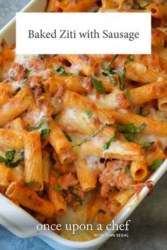Creamy Baked Ziti is a simple and delicious baked pasta dish that never fails to please. This easy baked ziti […] Baked Ziti With Chicken, Baked Ziti With Sausage, Easy Baked Ziti, Sausage Pasta, Vegetarian Casserole, Casserole Recipes, Macaroni Casserole, Potluck Dishes, Pasta Dishes