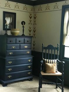 Show Your Family The Greatest Pride – Decorate Your Living Room Using Shabby Chic – Simple Shabby Chic Primitive Bedroom, Primitive Homes, Primitive Furniture, Shabby Chic Furniture, Home Furniture, Primitive Decor, Country Primitive, Primitive Christmas, Antique Furniture