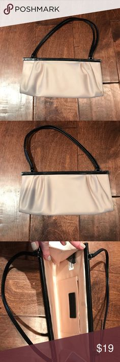 Banana Republic. Even bag. Shimmering cream Great condition evening bag. Goes great with everything. Nice for wedding and special occasions. Fits a phone and cards and lip stick. Essentials are good to go. Banana Republic Bags