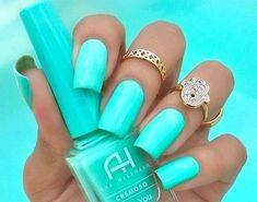 Nail art is a very popular trend these days and every woman you meet seems to have beautiful nails. It used to be that women would just go get a manicure or pedicure to get their nails trimmed and shaped with just a few coats of plain nail polish. Nails Yellow, Teal Nails, My Nails, Tiffany Blue Nails, Mint Green Nails, Green Aqua, Mint Acrylic Nails, Tiffany Art, Nails 2017