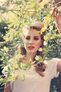 lana del rey.. i like her hair color