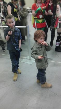 Little Sam and Dean cosplay! You should do this on Halloween if Caleb gets a little brother! Sammy Supernatural, Supernatural Cosplay, Winchester Boys, Dean Winchester Cosplay, Captive Prince, Fandoms, Dc Movies, Destiel, Family Business