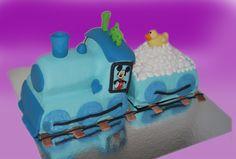 Denne er supersøt å sette på bordet til en 1 års bursdag. Lages kun som sjokoladekake med smørkremfyll. Vognen bak kan lages som marsipanbløtkake. Ta kontakt for mer info på post@bellakaker.no eller ta en titt på websiden min www.bellakaker.no