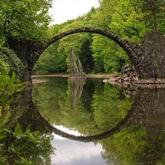 Devil's Bridge, Germany. The bridge and its reflection make a perfect circle, regardless of the point of observation. pic.twitter.com/S6qlxsudGj via @StrangePIaces