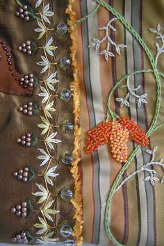 Huincha Crazy Quilt y frutos. Detalle. Bordado a mano por Carolina Gana. Taller de Bordado Rococó. Santiago de Chile. CGP©2007