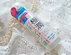 """Hada Labo Gokujun SHA Lotion - Impressed with the facial wash, I decided to buy this product as it was highly raved (Sold 1 every 2 seconds? That's just wow...). It seems to clear up all my zits due to the Olay-Regenerist-Serum-breakout and give me the """"boink-boink"""" soft and supple skin. I'm in love!"""