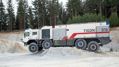 Nová Tatra: Tigon je ultimativní stroj určený k likvidaci požárů Military Engineering, Us Military Bases, Police Cars, Police Vehicles, Aircraft Design, Emergency Vehicles, Fire Engine, Armored Vehicles, Big Trucks