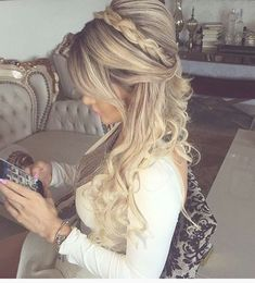 Pretty Half up half down hairstyles – partial updo wedding hairstyle Half up half down wedding hairstyles,partial updo bridal hairstyles - a great options for the modern bride from flowy bohemian to clean contemporary Unique Wedding Hairstyles, Cute Simple Hairstyles, Romantic Hairstyles, Bohemian Hairstyles, Easy Hairstyles For Long Hair, Bride Hairstyles, Hairstyles With Bangs, Trendy Hairstyles, Volume Hairstyles