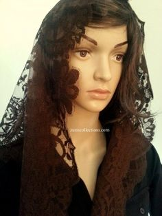 Model: Medallion/ Medallón  Material: Leavers Color: Dark Brown/Cafe Size: 115 x 60 cm  Made in: Spain/España  TOP quality Volart Leavers veil. It will frame your face, head and shoulders beautifully with its soft and light texture.  Velo de alta calidad Marca Volart Leavers de encaje Espanol. Este velo se conforma a su cuerpo y es muy suave y con efecto de poco peso.