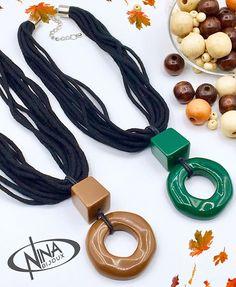 Nina Bijoux (@ninabijouxoficial) • Fotos e vídeos do Instagram Ceramic Necklace, Wood Necklace, Ceramic Jewelry, Ceramic Beads, Necklace Set, Agate Gemstone, Gemstone Jewelry, Beaded Jewelry, Beaded Necklace