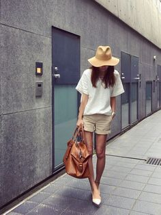 (try Daisy Duke & my favorite T with lether beach sandal, red anclet, straw hat) Fashion Pants, Love Fashion, Girl Fashion, Fashion Outfits, Womens Fashion, Fashion Trends, Fasion, Fashion Clothes, Japanese Street Fashion